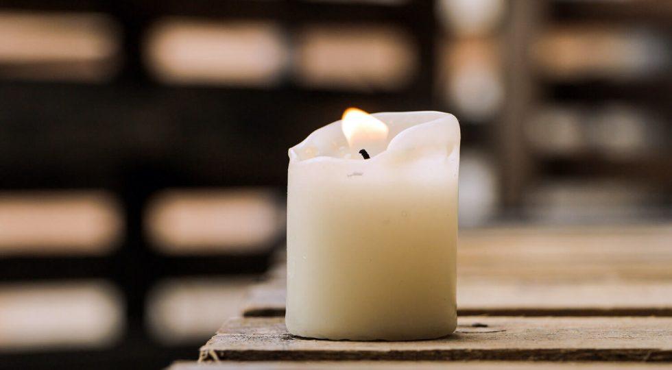 Ce simbolizează lumânarea din noaptea de Înviere
